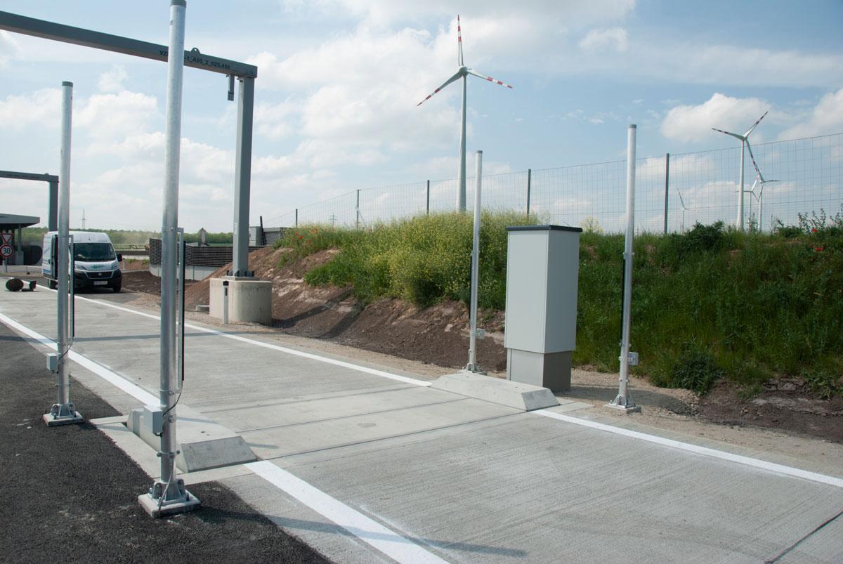 automatic, electromechanical road weighbridge with electronic evaluation